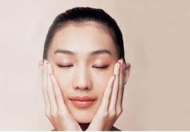 早晨醒来脸肿了一圈?告诉你5个快速消除脸部浮肿的方法!